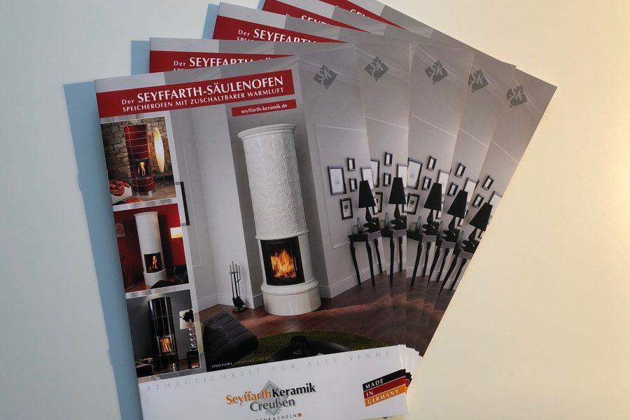 Seyffarth Säulenöfen. Speicheröfen mit zuschaltbarer schneller Warmluft – Unser neuer Säulenofenprospekt ist da!